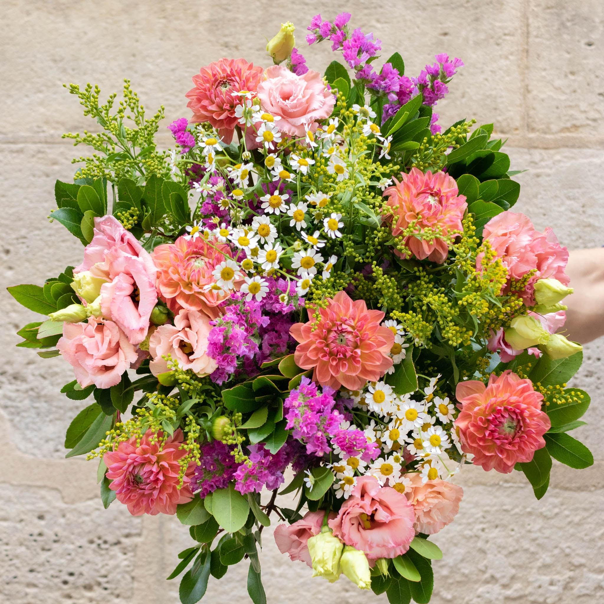 """Blumenstrauß Mundaka+ - Innerhalb der nächsten zwei Wochen spenden wir pro verkauftem Blumenstrauß 2€ an """"Aktion Deutschland hilft"""" und die Betroffenen der Hochwasser-Katastrophe."""