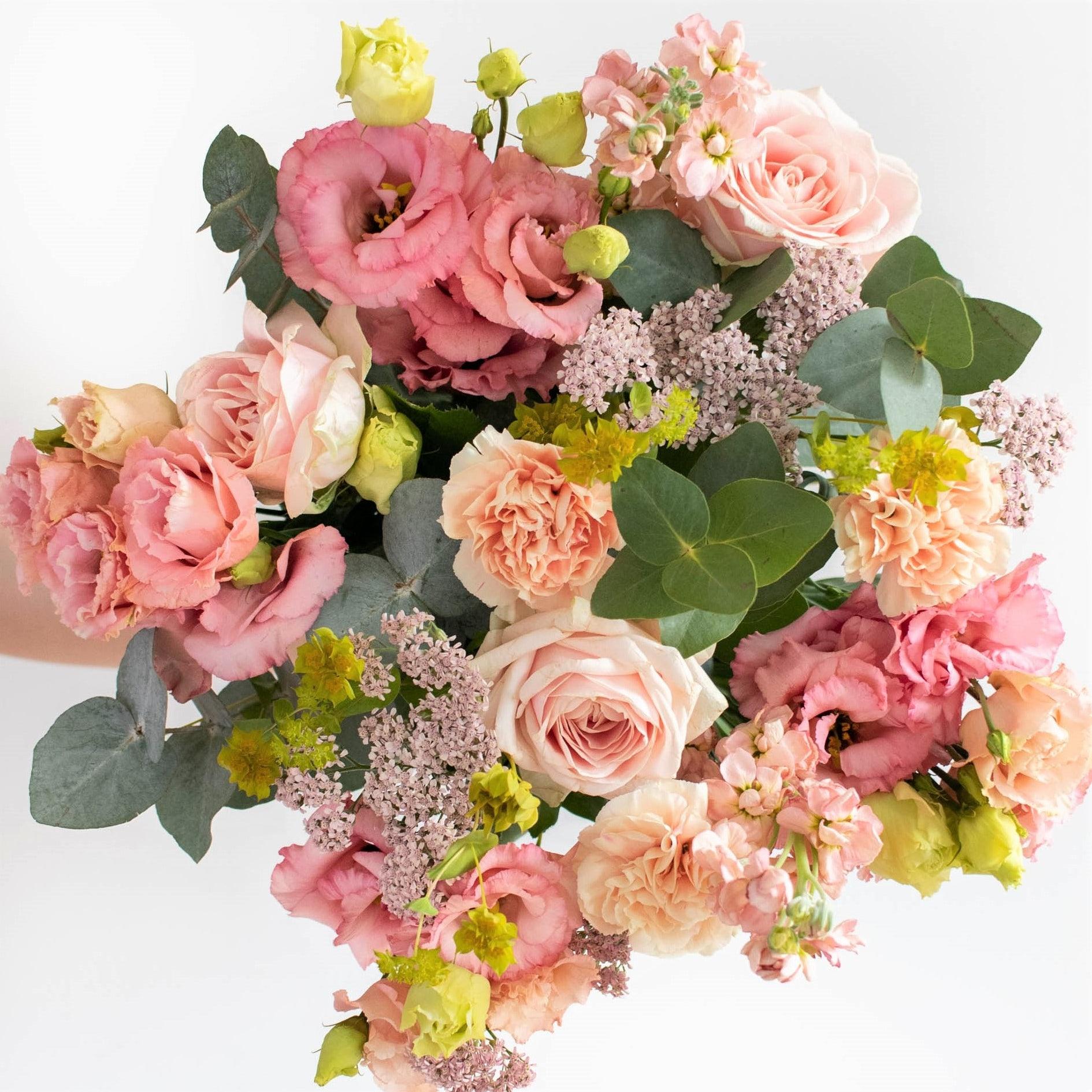 """Blumenstrauß Figari - Innerhalb der nächsten zwei Wochen spenden wir pro verkauftem Blumenstrauß 2€ an """"Aktion Deutschland hilft"""" und die Betroffenen der Hochwasser-Katastrophe."""