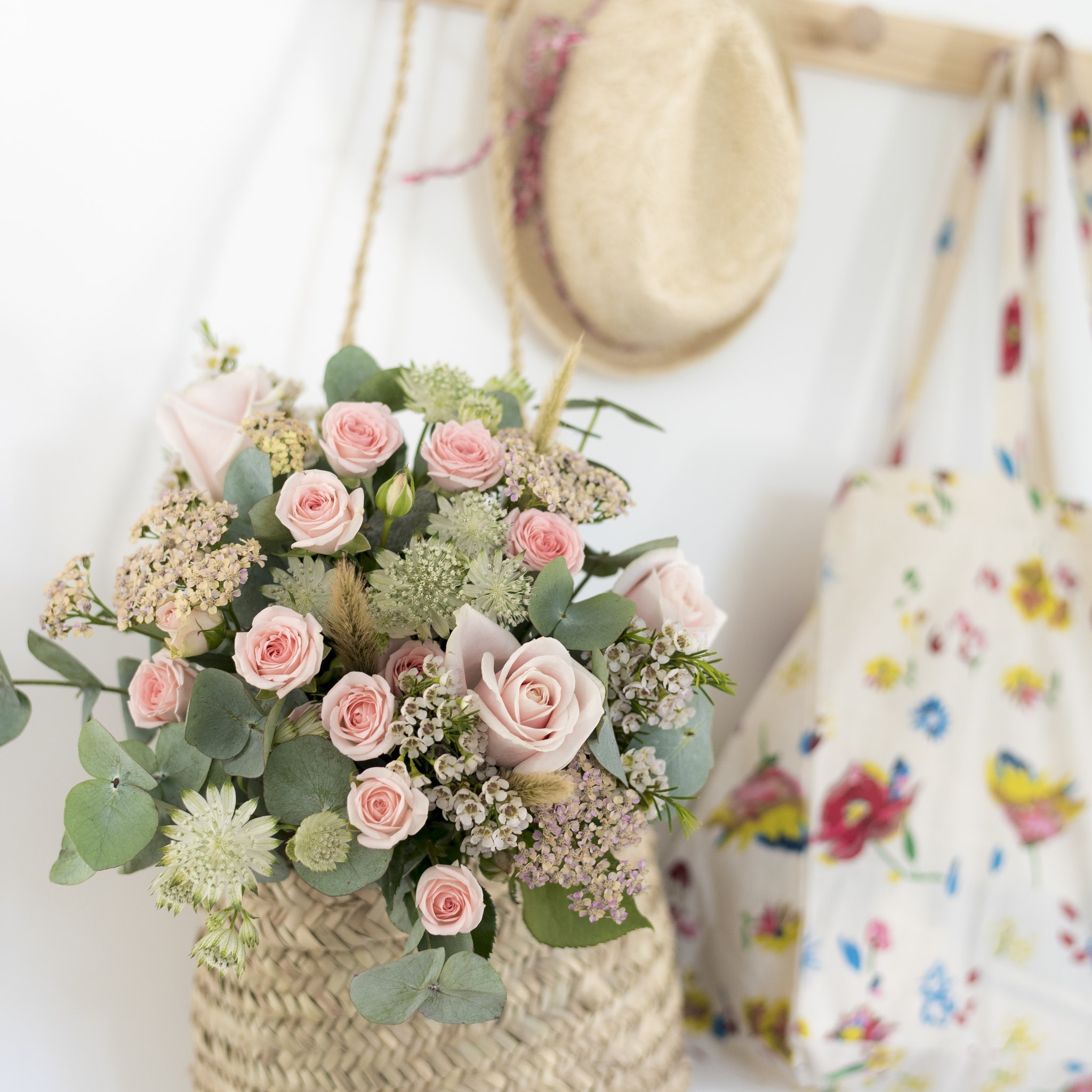 Blumenstrauß in der Tasche