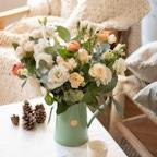 Blumenstrauß Hobart in grüner Karaffe