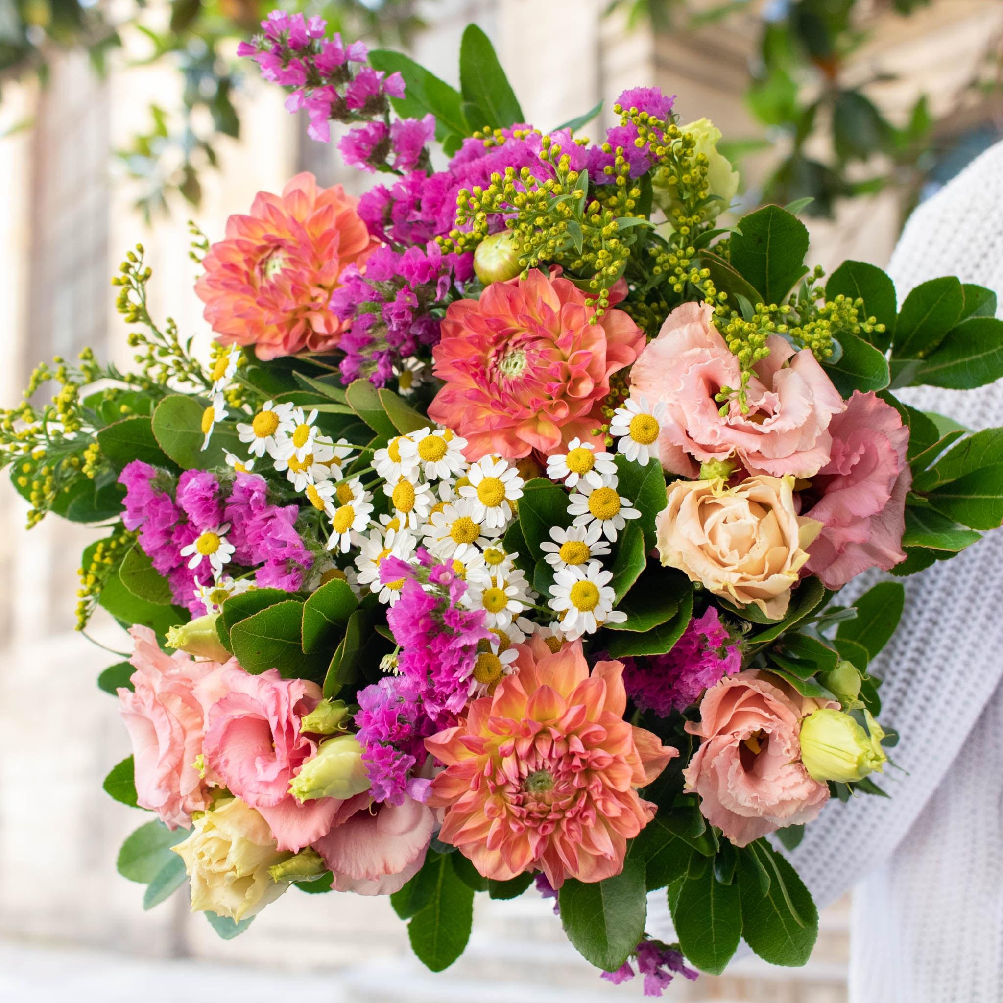 """Blumenstrauß Mundaka - Innerhalb der nächsten zwei Wochen spenden wir pro verkauftem Blumenstrauß 2€ an """"Aktion Deutschland hilft"""" und die Betroffenen der Hochwasser-Katastrophe."""