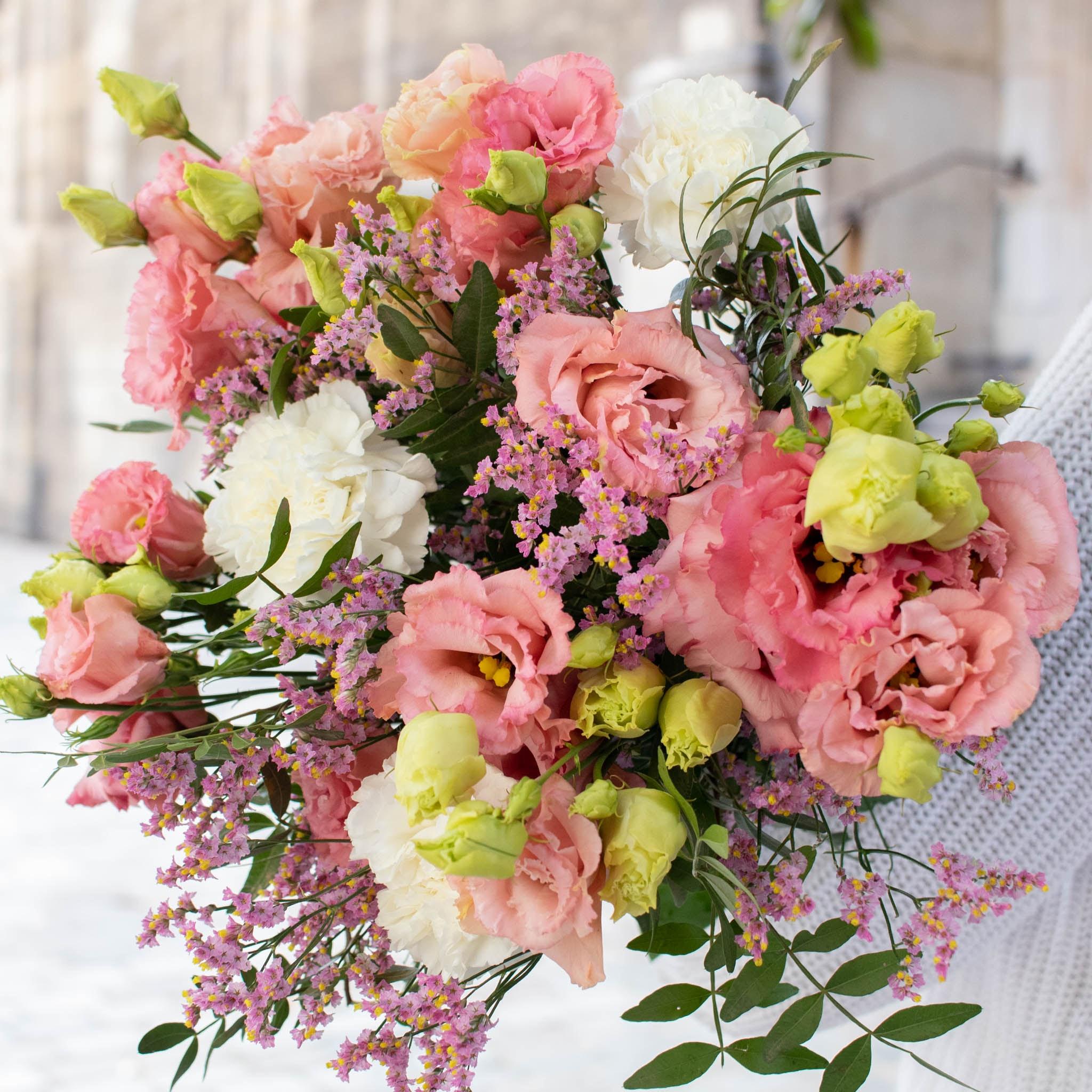 """Blumenstrauß Malibu - Innerhalb der nächsten zwei Wochen spenden wir pro verkauftem Blumenstrauß 2€ an """"Aktion Deutschland hilft"""" und die Betroffenen der Hochwasser-Katastrophe."""