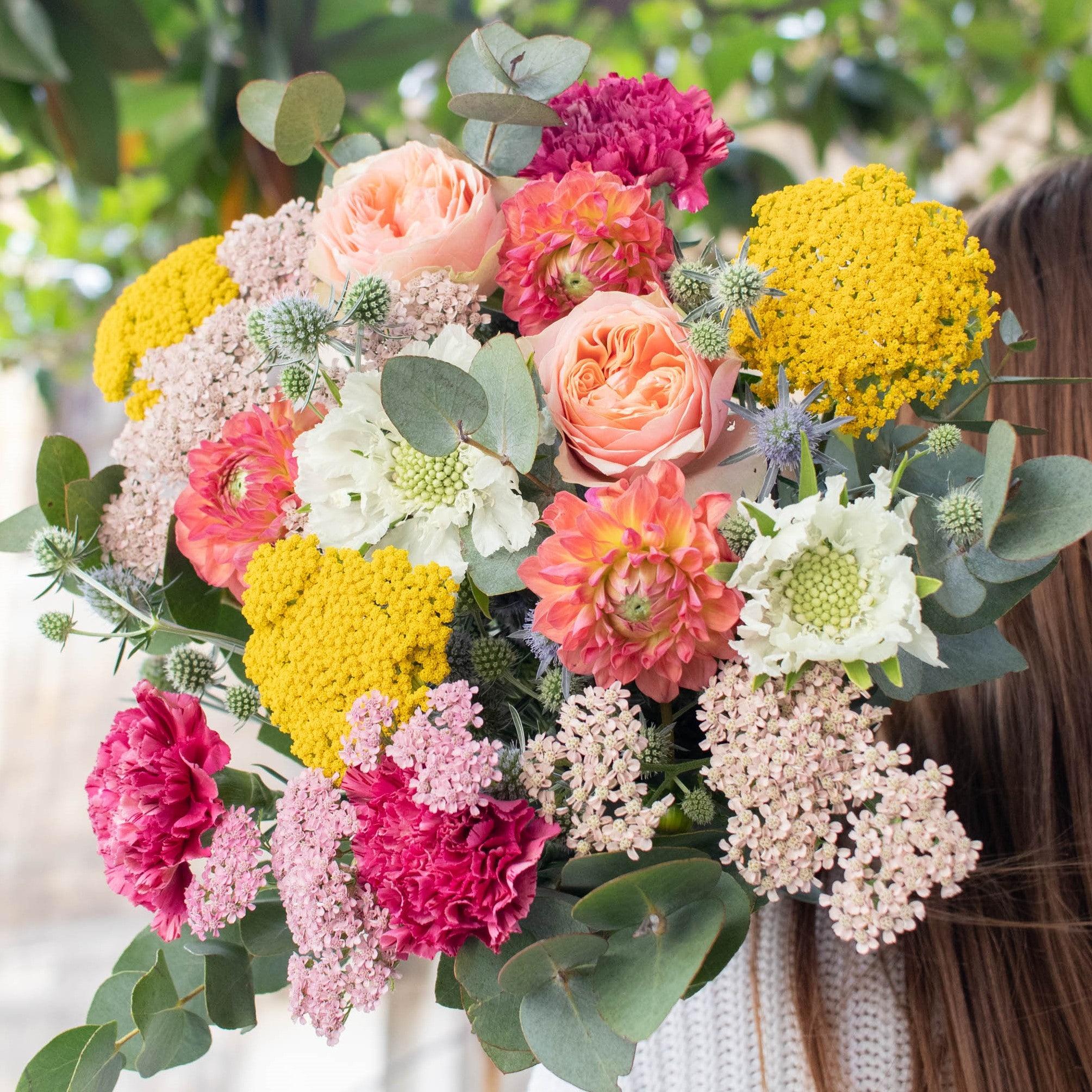 """Blumenstrauß Grasse - Innerhalb der nächsten zwei Wochen spenden wir pro verkauftem Blumenstrauß 2€ an """"Aktion Deutschland hilft"""" und die Betroffenen der Hochwasser-Katastrophe."""
