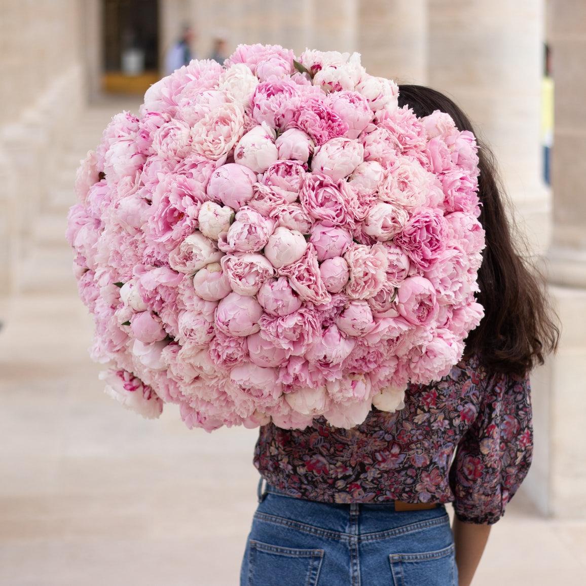 Bouquet de fleurs avec pivoines roses